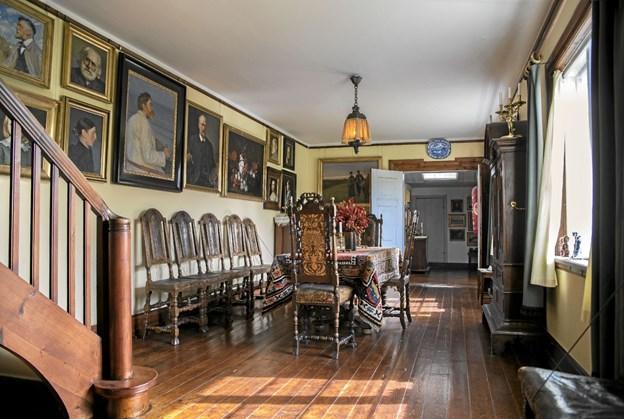 Fra 2. april er det igen muligt at komme ind i familien Anchers dagligstue og i de andre rum, hvor Anna, Michael og Helga Ancher boede og arbejdede. Foto: Skagens Kunstmuseer