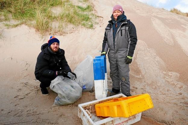 Fiskekasser er noget af det nemmeste at genbruge, siger Jens Jørgensen og Heidi Müller. Men også engangsdrikkedunke kan nemt genanvendes. Foto: Ole Iversen Ole Iversen