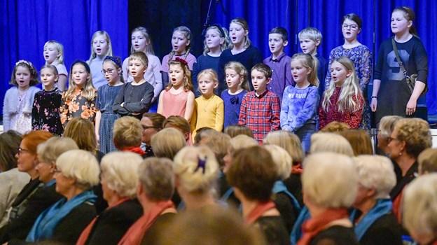 Koncerten spændte bredt fra Seniorkor til de spæde vækstslag her leveret af Privatskolens kor, som afgjort tog kegler ved koncerten: Foto Kim Dahl Hansen