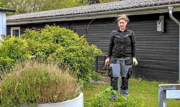 Eleverne tager også del i rengøring, samt at holde de udvendige arealer. Foto: Mogens Lynge Mogens Lynge