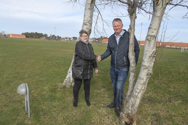 Lis Jensen, formand for Skagen Festival og Lars Tesgaard fra fonden, der ejer Skagen Stadion, har indgået en aftale om festivalcamping i de næste tre år