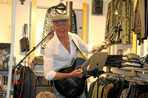 Lune Carlsen stod for musikken og underholdningen. Foto: Flemming Dahl Jensen