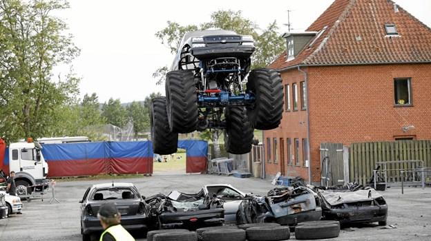 Den store Barbossa MonsterTruck i højt afsæt Foto: Michael Madsen Michael Madsen