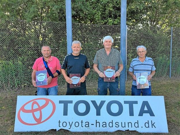 Sølvemblemerne med tilhørende diplomer blev overakt til Claus Lund, Keld Nedergaard Pedersen, Leif Sørensen og Vagn Jensen i forbindelse med Astrups sommerfest lørdag den 2. juni. Foto: Privat
