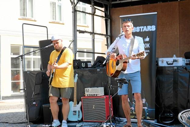 Der bliver masser af underholdning på Sæby Torv i det kommende sommerhalvår. Unge talenter får chancen for at udfolde sig i juli måned hvor 'Scenen er din' Foto: Tommy Thomsen