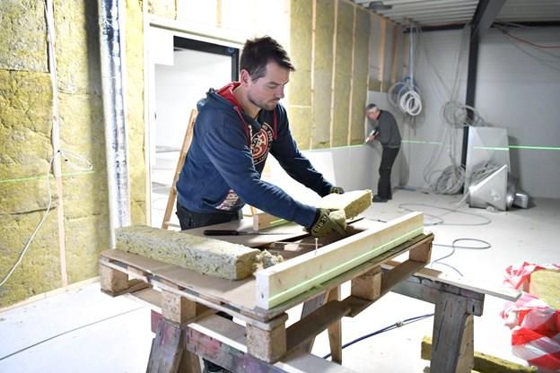 Søren Jakobsen arbejder på en Mærsk-boreplatform i norsk farvand. Han har fire uger hjemme i Tårs og lægger gerne frivillig arbejdskraft i det lokale projekt, når han er hjemme. Foto: Bent Bach