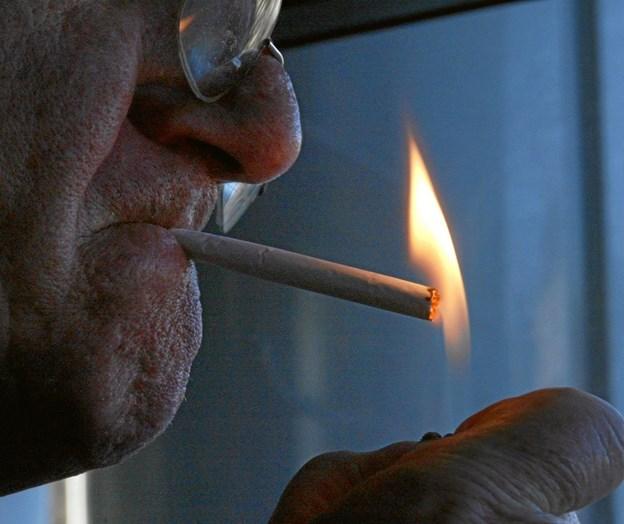 Færre unge skal begynde at ryge, er hensigten. Arkivfoto.