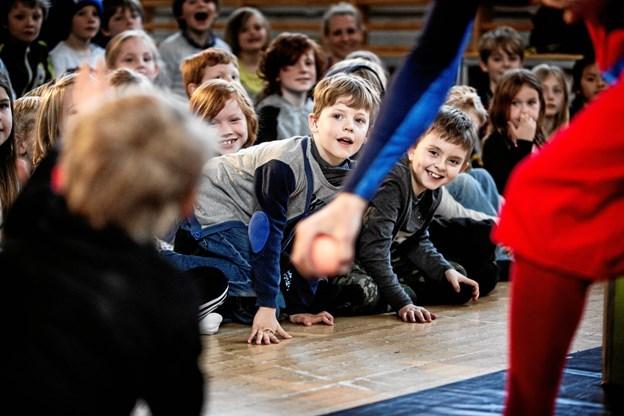 Der venter publikum masser af gode oplevelser, når Hjørring Kommune er vært for verdens største børneteaterfestival i april. Og de lokale foreninger stiller med frivillige hjælpere til afvikling af den store event. Foto: Ditte Valente, Teatercentrum