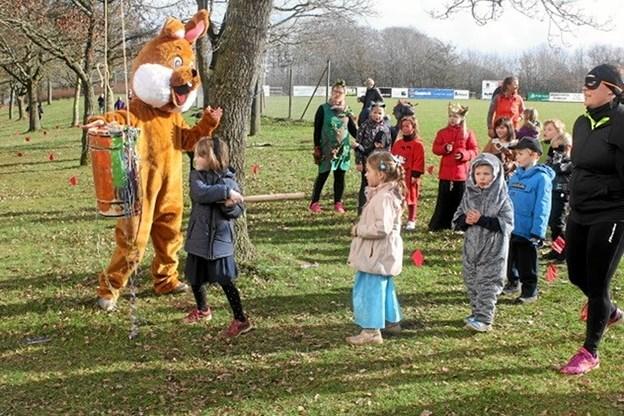 """LKB-Gistrups """"nye maskot"""" - kaninen fra den årlige LKB Cup - var også med til årets fastelavnsfest. Privatfoto Privatfoto"""