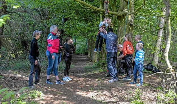 Der var mange aktiviteter i der fri søndag, da Vilsted Idrætsforening havde arrangeret legedag i det fri. Foto: Mogens Lynge