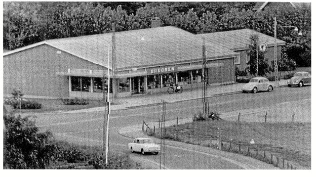 En ny brugsforening opføres og åbner på Jernbanegade i 1961.