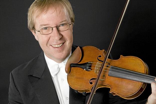 Kim Sjögren har spillet violin, siden han var tre år gammel, og er i dag landskendt for sit virtuose violinspil. Lørdag 19. januar er han hovedsolist ved Nytårskoncerten på Kappelborg.   PR - foto