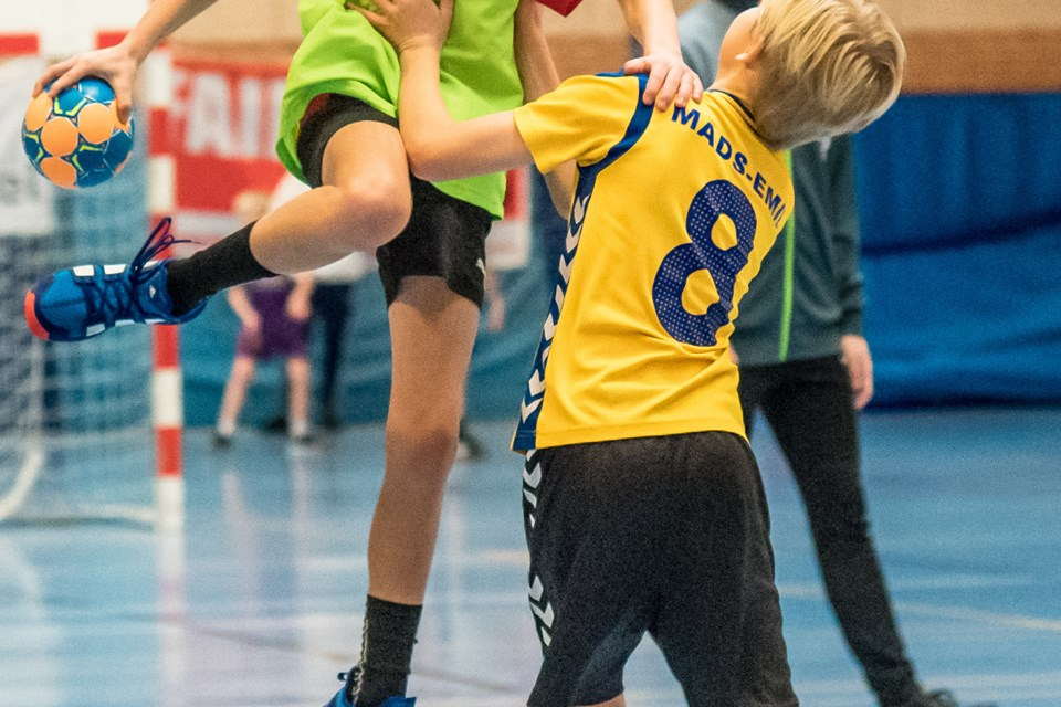 Børnene kæmpede på banen om lørdagen, mens fredagen havde stået i teknikkens og legens tegn. Foto: Martin Damgård Martin Damgård