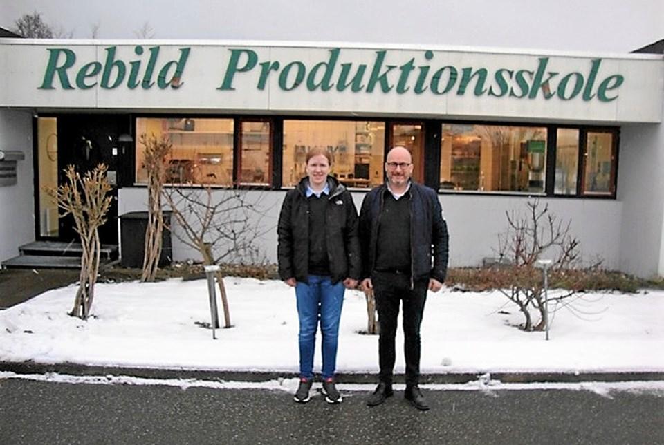 Rikke Støvring (t.v.) og købmand Jeppe Pedersen fra Meny Skørping (t.h.). Foto: Privat