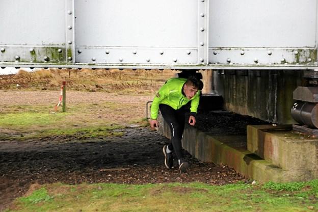Pas på hovedet! her hvor man skulle under Oddesundbroen. Foto: Hans B. Henriksen Hans B. Henriksen