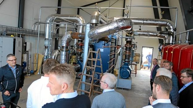 Den nye pumpe- og vekslerbygnings installationer blev præsenteret for de fremmødte. Foto: Tommy Thomsen Tommy Thomsen