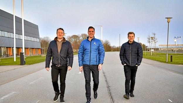 De tre bagmænd for En Forårsdag i Thy 2019 på stregen ved Thyhallen: fra venstre Jacob Østerby, Michael Nymann og Nick Iversen. Foto: Ole Iversen