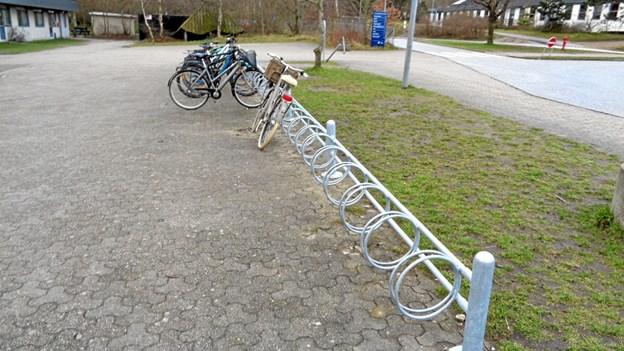 Der er også opsat helt nyt funktionsdygtige cykelstativer både ved skolen og ved Gistrup Idrætscenter. Foto: Kjeld Mølbæk Kjeld Mølbæk