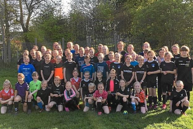 143 seje piger i alderen U9 til U15 har netop taget hul på forårets T&K træning. Privatfoto