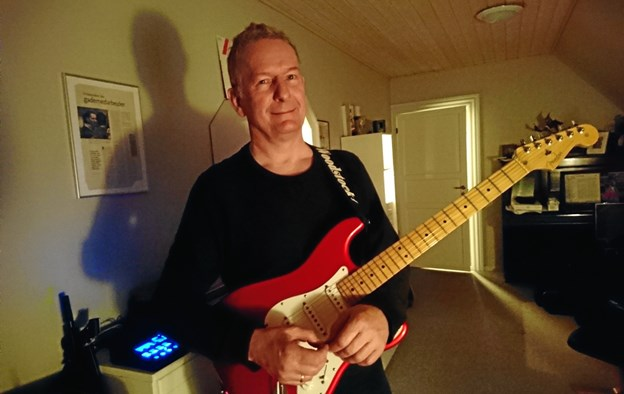 Alvin Sørensen glæder sig til et snarligt arrangement på Mors. Han leverer gyldne guitartoner i Støberisalen, Morsø Folkebibliotek fredag aften 26. april.