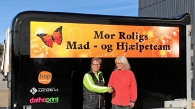 Direktør hos Scan Office ApS, Lene Hyldager og Anette Rolighed indgår samarbejde omkring donation og brug af lagerhal i Fjerritslev. Privatfoto