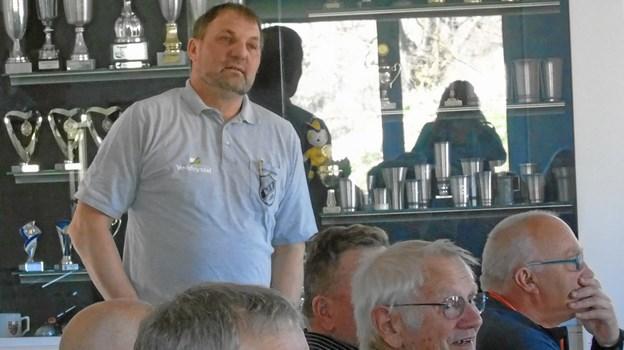 Præsidenten - Bjerne Pedersen - fortalte om Arentsminde IF's historie. Privatfoto