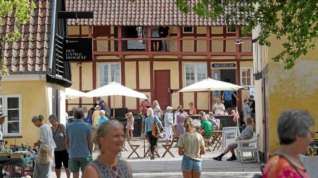 Den gamle brostensbelagte gård ved Mariager Museum fyldes igen i år med boder og aktiviteter til den årlige sommerfest, som i år finder sted 13. juli. ?Foto: Lars Horn, Nordjyllands Historiske Museum