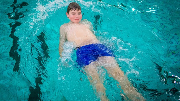 Holdene torsdag er for både børn og voksne, som har bruge for tilpasset svømmeundervisning. Foto: Martin Damgård Martin Damgård