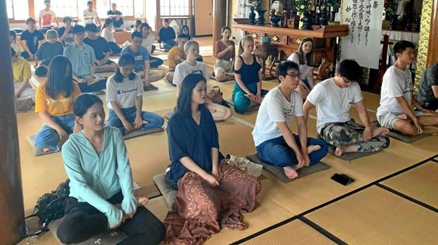Efter en krævende dag er det godt at meditere i Nojoji Temple, mener Mie Nymann Jensen. Privatfoto