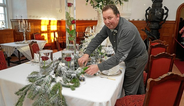 Voergård Slot julepyntes af ongelig hofleverandør Bjarne Als fra Bering House of Flowers. Privatfoto