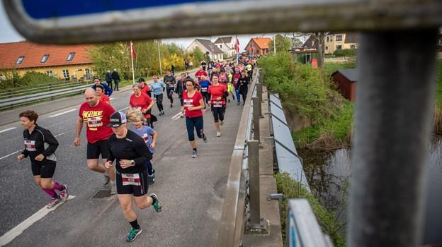 Landsbyløbet starter i Voersaa. I løbet af sommeren kommer løbet igennem 26 landsbyer på otte etaper. to: Martin Damgård Martin Damgård