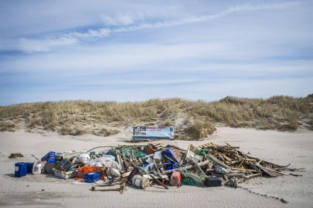 I efterårsferien kan man vinde præmier ved at samle affald på stranden. Arkivfoto: Martin Damgård
