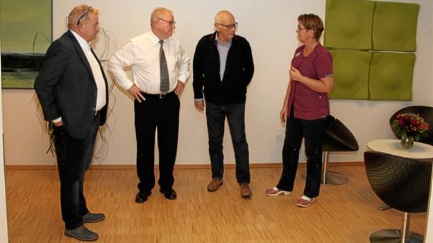 Her ses fra venstre, Jørn Jokumsen, Ordførende Mester i Frederikshavn, Poul Erik Jakobsen, fra logen i Aarhus, Bent Røge Nielsen fra Frimurerordens Hospicefond samt Hospicechef Birgitte Nielsen.