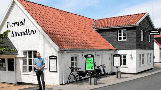 Det er Henry Petersen der sammen med Carsten Jensen er de nye forpagtere af Tversted Strandkro. Foto: Peter Jørgensen Peter Jørgensen