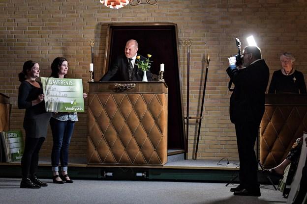Modtagerne af donationerne blev kaldt op en for en.Foto: Bent Bach BENT BACH