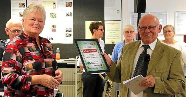 Danske Seniorer fik en pengegave fra Sparekassen Hobro Fonden. Foto: Esther Sørensen
