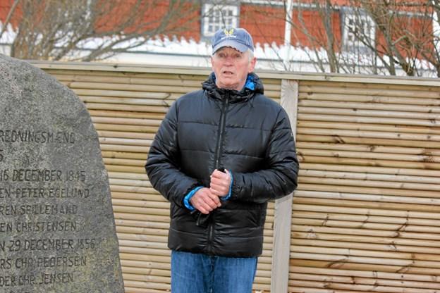 Erik Mølgaard bød velkommen og læste navnene op på de 20 omkomne. Foto: Flemming Dahl Jensen