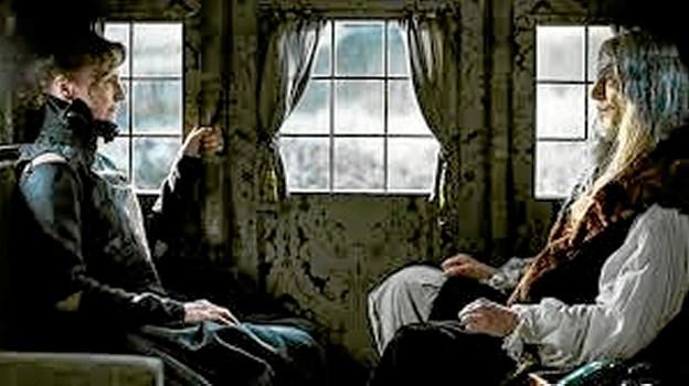 """Den aldrende Christian IV og Kirsten Munk er på vej til København i året 1648. Baard Qwe og Karen Lise Mynster spiller hovedrollerne i """"ChristianIV - Den sidste rejse"""". Foto: Fjerritslev Kino"""