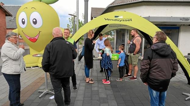 Sparekassen Vendsyssel var på gaden med en quiz og en faglig snak samt lidt at forfriske sig på.