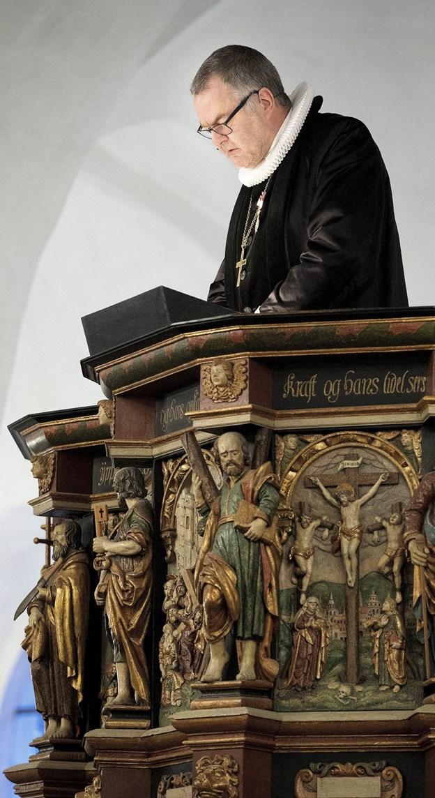 Biskop Henning Toft Bro deltager i jbilæumsgudstjeneste i Løkken.  Arkivfoto.