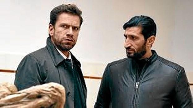 Nikolaj Lie Kaas og Fares Fares er tilbage som makkerparret Mørch og Assad i afdeling Q. Denne gang på en uhyggelig opgave, hvor tre mumificerede lig findes skjult bag en falsk væg. Foto: Fjerritslev Kino