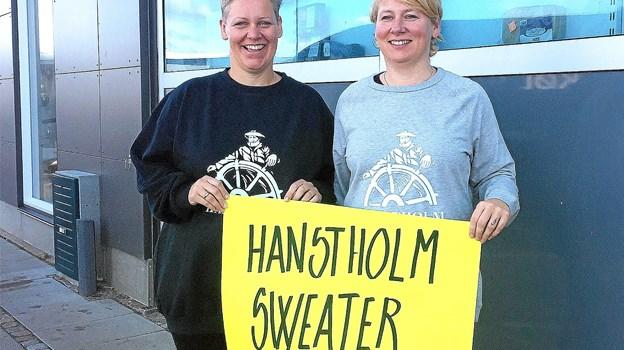 I dag til Hawdaw tilbyder Havnebutikken den nu landskendte trøje, som var med Kronprinsen på scenen til Smuk Fest. Foto: Ole Iversen