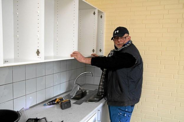 Holger Rendbæk tog køkkenet ned til Egnssamlingen i Aabybro. Flemming Dahl Jensen