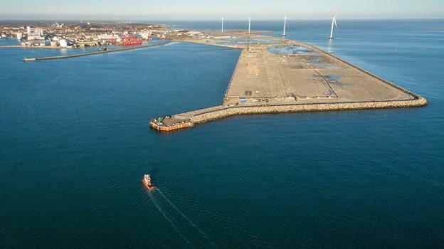 Frederikshavn Havn under kraftig udvidelse. Tirsdag indvier Kronprins Frederik havnen - og lørdag 29. er alle borgenre inviteret inden for på de 330.000 kvadratemeter ny havn. Arkivfoto Peter Broen