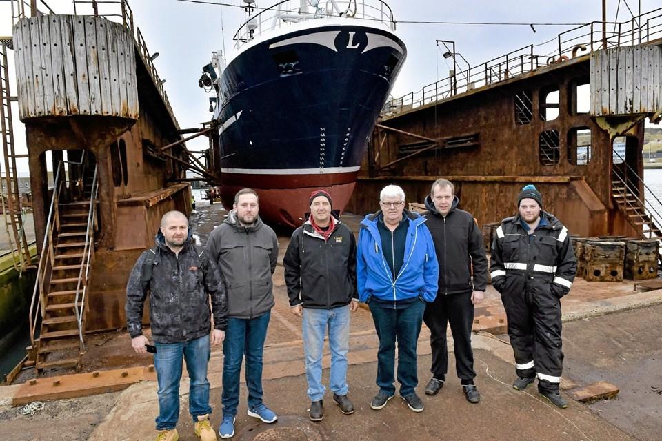Fra venstre: Chris Oborski, maskinmand, Jens Schneider Rasmussen, Brian Dickens, Benny Rasmussen, Jonas Rasmussen og Jeppe Rasmussen. Foto: Ole Iversen Ole Iversen