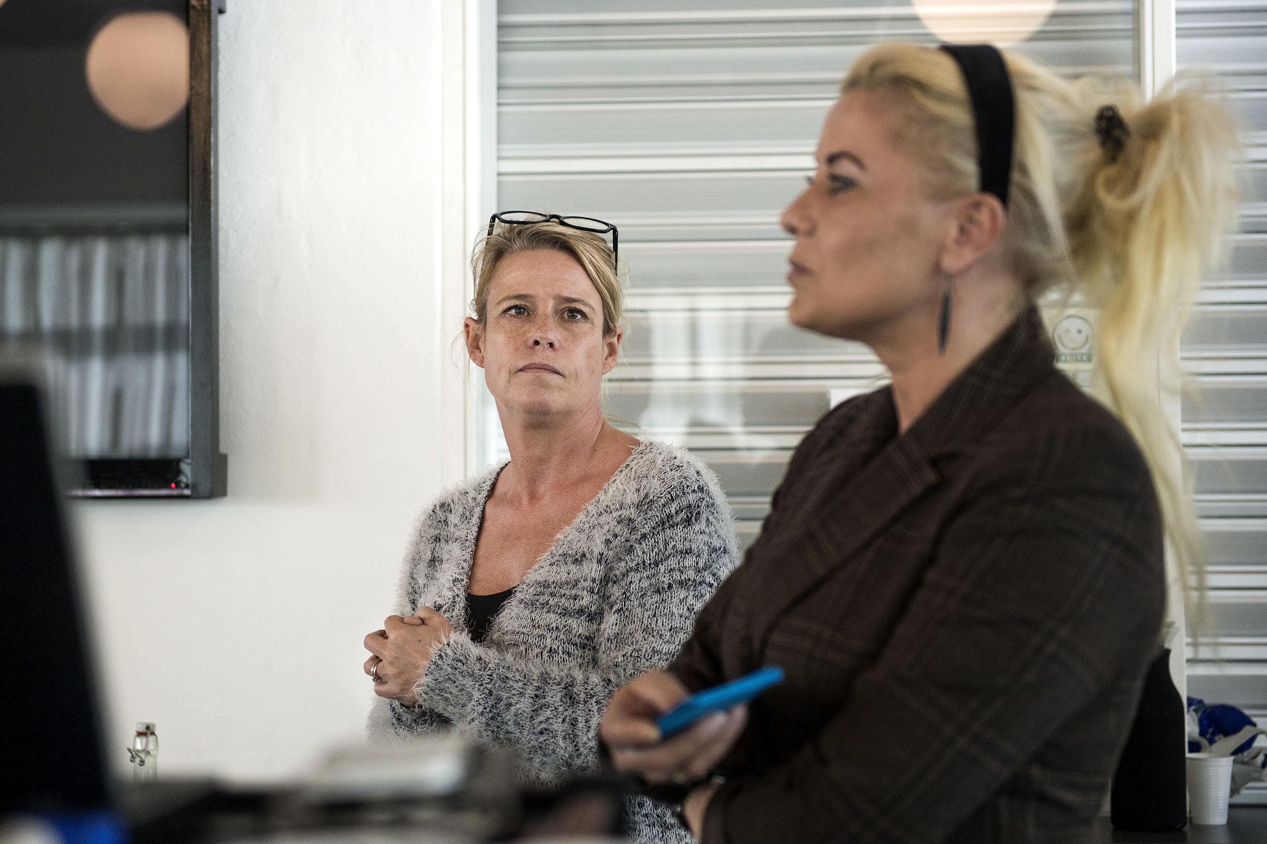 Rikke Neumann Andersen, der ses til venstre, og Annica Yderskov har begge brugt oceaner af tid og kræfter på at føre deres skoleplaner ud i livet, men nu må de begge sande, at alle anstrengelser har været forgæves. Arkivfoto: Laura Guldhammer