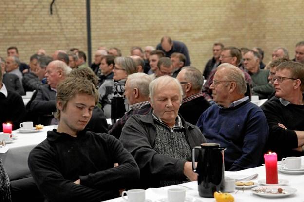 Der var over 100 landmænd til mødet med ministeren. Privatfoto