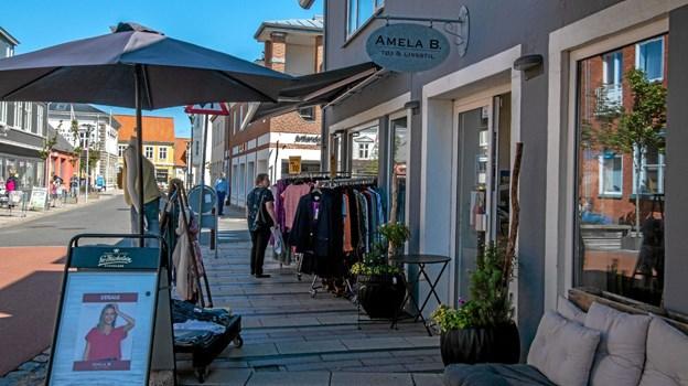 Da solen kom igen kom humøret og smilet tilbage hos de handlende. Foto: Mogens Lynge Mogens Lynge