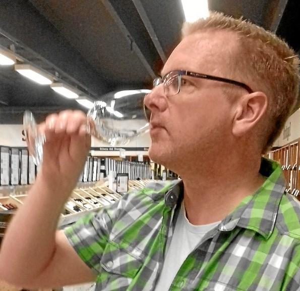 Mikael Larsen fandt blandt andet en speciel god vin fra Italien. Foto: Morten Klenø