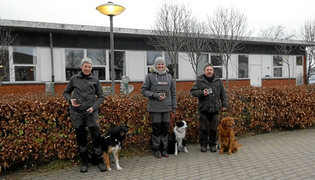 De tre bedst placerede i E-klassen fra venstre: Anette Hjalf (Hjørring) m. Jaivas (nr. 3), Mariann Helmer (Dronninglund) m. Fly (nr. 1) og Martin Nielsen (Hjørring) m. Basse (nr. 2). Foto: Ole Torp Ole Torp
